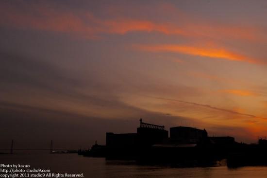 名古屋港、日没前後。