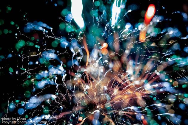アートな花火の撮り方 カメラとピントを動かす